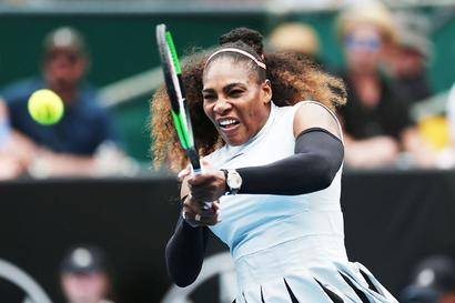 Serena shakes out rust to advance in Auckland