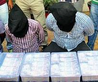 3 from Gujarat held; Rs 1.10 crore seized
