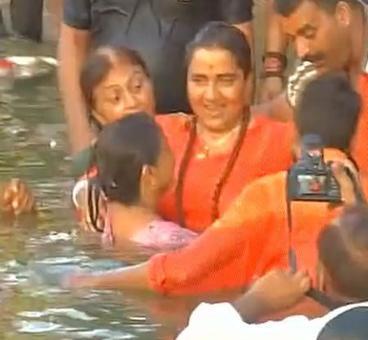 Sadhvi Pragya attends Kumbh Mela