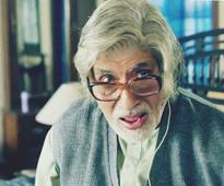 Big-B marks '30+ years' of 'Desh Premee'