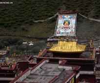 Thangka worship activity held in Lhasa, China's Tibet