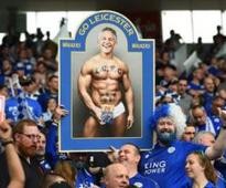 Watch: Gary Lineker honours Leicester promise, presents ...