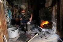 Yemenis struggle as rebels stop paying salaries (AFP)