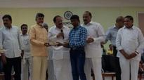 Andhra CM dons teacher's role, asks students to follow current affairs