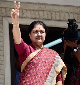TN Guv to reach Chennai on Thursday as Sasikala herds MLAs