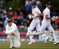 McCullum to keep gloves at Leeds