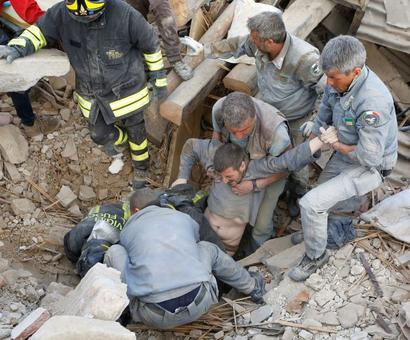 Italy quake: Death toll rises to 247 as search for survivors continues
