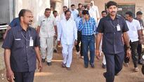 KCR takes VH to Pragathi Bhavan in his Convoy!