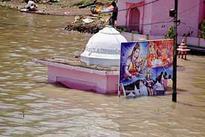 Bihar rivers in spate,  waters enter Patna