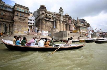 Allahabad-Varanasi Ganga waterway to start by 2019 Kumbh: Gadkari