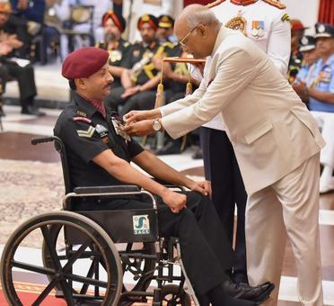 President presents gallantry awards to valiant soldiers
