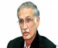 Panama fails to bother Khattak