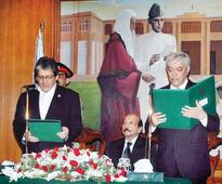 Ebad administers oath to Alvi as interim CM