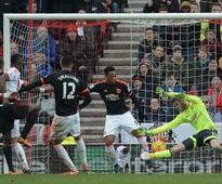 Premier League: Sunderland stun United to put van Gaal under pressure; Chelsea run riot against Newcastle