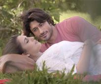 Huma Qureshi and Vidyut Jamwal look like unconventional pair in this New Song!