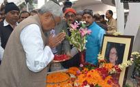 Nitish Visits Late Kishori Sinha's Home to Pay Respect