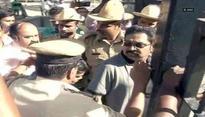 Dinakaran meets aunt Sasikala in Bengaluru jail