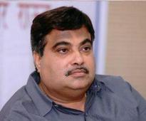 Gadkari hits out at dynastic rule