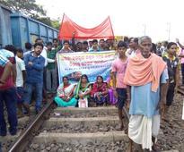 Manch demands halt of 3 Express trains at Markona station
