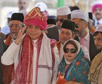 Pakistan PM offers prayers at Ajmer dargah amid protests