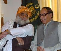 Maulana Fazl, Ch Shujaat discuss political situation