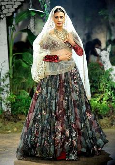 India Couture Week: Dia stole our hearts as a royal bride