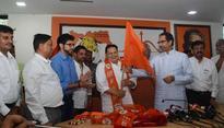Shiv Sena tries to lure Gujaratis away from BJP before Mumbai civic elections