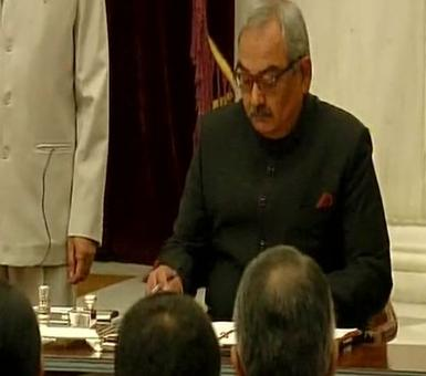 Rajiv Mehrishi takes oath as CAG