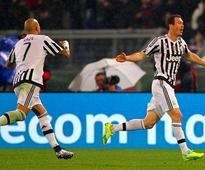 Juve edge through to face Inter