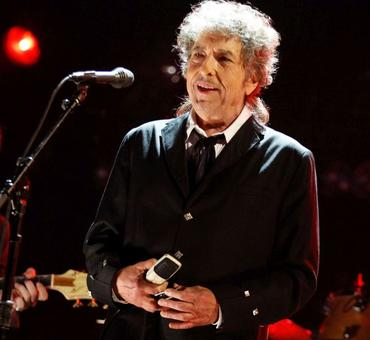 Bob Dylan finally agrees to accept Nobel prize in Stockholm