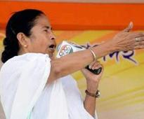 Poll panel issues notice to Mamata over poll code violation