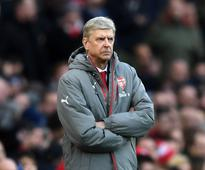 Arsene Wenger defends Arsenal's record as inj...