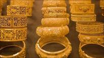 Gold prices edge higher on weaker dollar