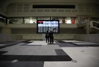 Geopolitics, Deutsche Bank drag stocks lower