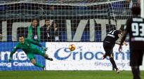 Late penalty sends Inter to third successive league defeat