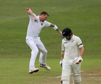 Cricket-Steyn bags openers as South Africa fight back in first test