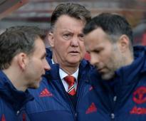 Van Gaal not feeling pressure despite United l... Manchester United's Dutch assistant coach Albert Stuivenberg, (L) Manche...
