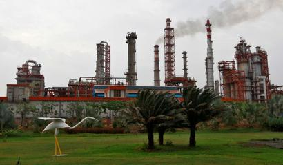 Who tipped off bizmen about Nanar refinery project?