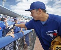 Munenori Kawasaki signs with...