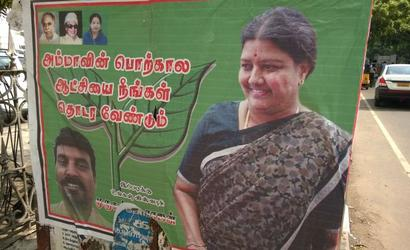 Sasikala posters removed from AIADMK headquarters