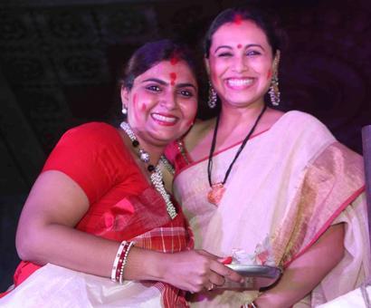 PIX: Rani plays sindoor khela