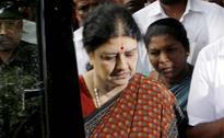 Chief Minister, Others Meet Sasikala Natarajan At Jayalalithaa's Home
