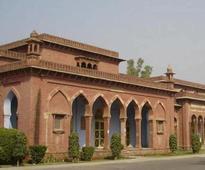 AMU students demand probe into peer's suicide