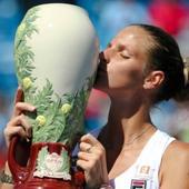 Cincinnati final: Karolina Pliskova defeats Angelique Kerber to win her first premier title