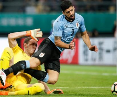 Football Briefs: Suarez bags 50th Uruguay goal in win over Czechs