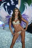Hottest photos of Izabel Goulart girlfriend of soccer star Kevin TrappDecember 22, 2015