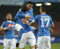 Higuain and Totti shine as Napoli and Roma win