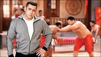 Check out Salman Khan returns to akhada for Bigg Boss 10