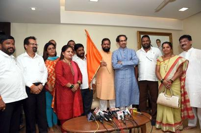 Big setback for MNS as 6 BMC corporators join Shiv Sena