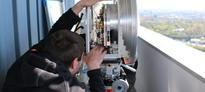 Engineers Smash Wireless Data Record, Beaming 6 GB/Sec Over 23 Miles